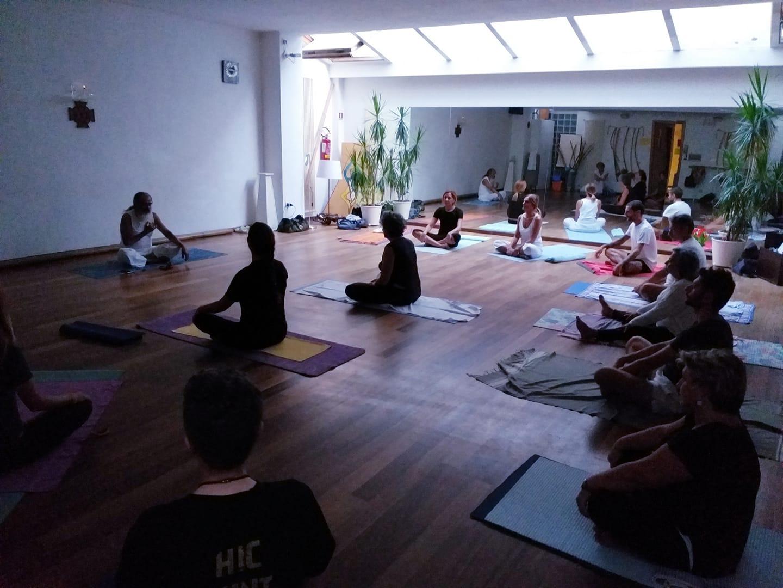 Yoga e meditazione con il maestro